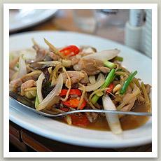 Poulet aux gingembre (ไก่ผัดขิง - Kaï Pad Khing)